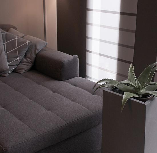 Eckiger moderner Pflanzkasten im Wohnzimmer
